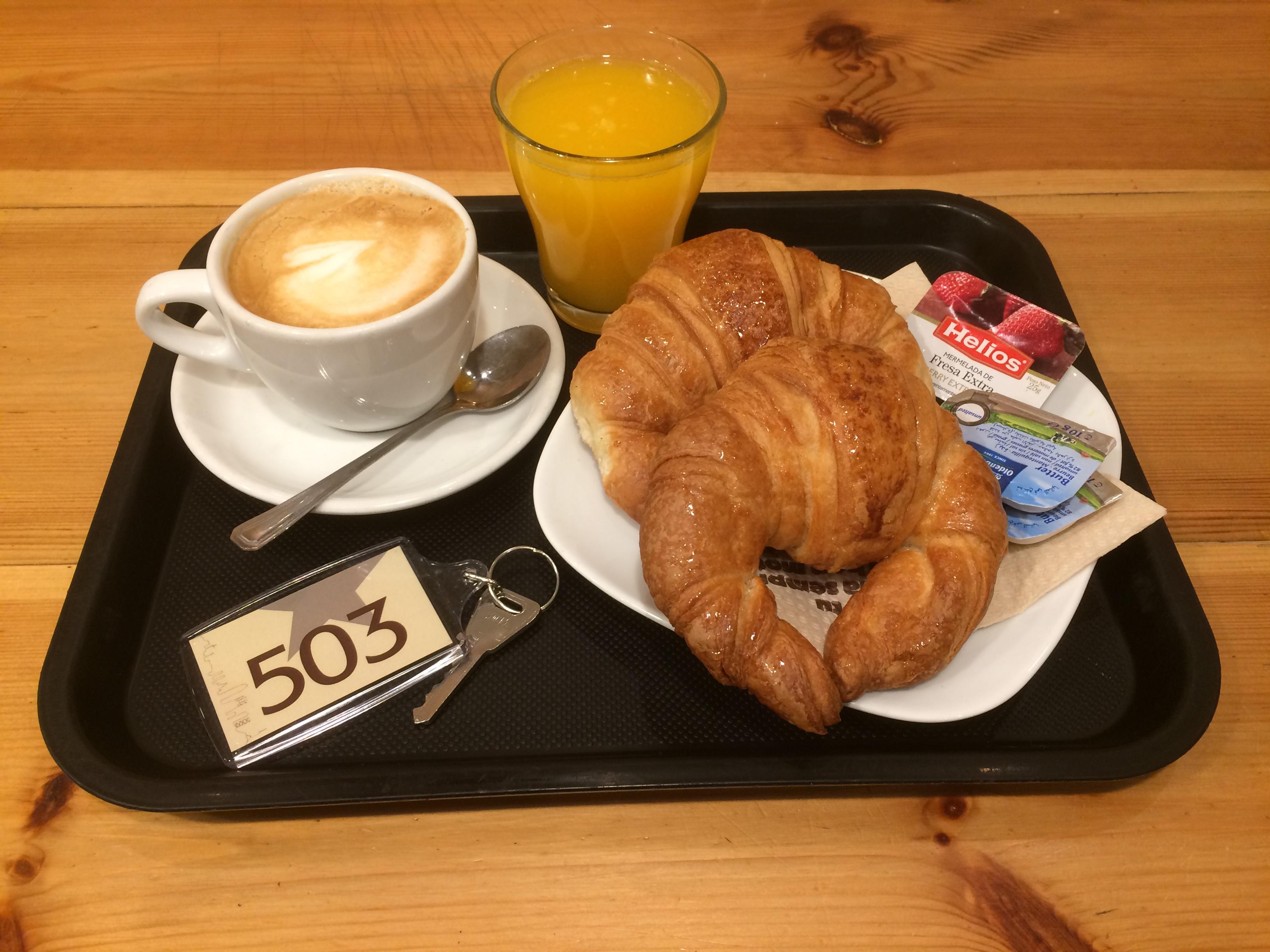 Très Petit-déjeuner Continental gratuit - Hotel Aneto Barcelona LR05